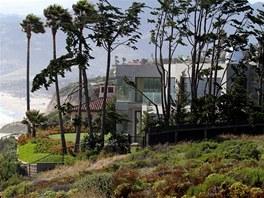 Manželé Beckhamovi si pronajali v Malibu luxusní letní sídlo.
