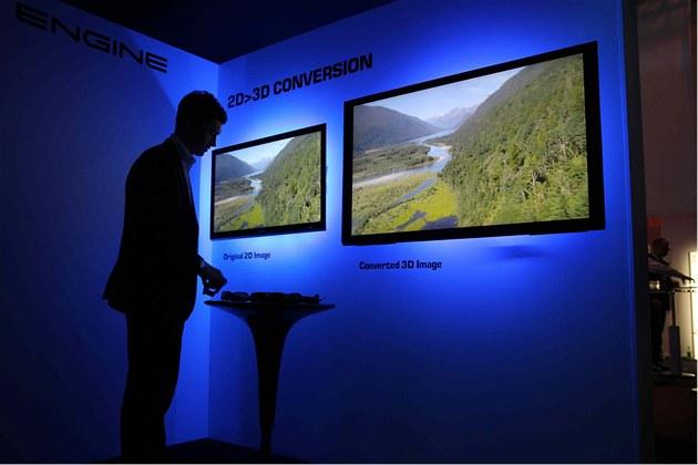 Ukázka p�evodu 2D na 3D u televizor� Toshiba