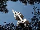 Žižkovská televizní věž je vysoká 216 metrů.
