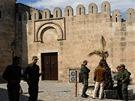 Sousse, hlídkující vojáci u hradeb Mediny