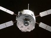 První evropská loď ATV, pojmenovaná Jules Verne, během přiblížení k vesmírné stanici ISS