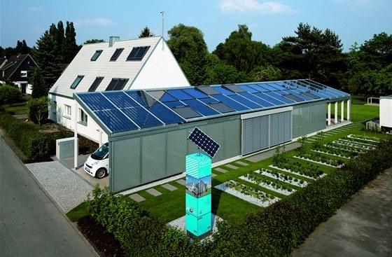Solární panely mají zajistit domu energetickou soběstačnost.