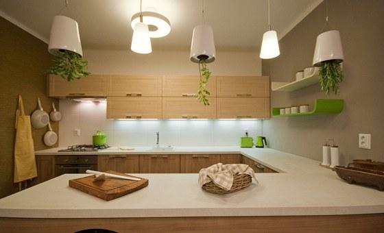 Kuchyně ve tvaru U nabízí spoustu pracovní plochy.