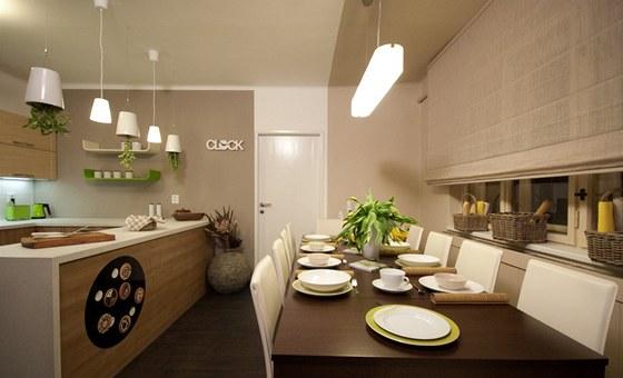 Jídelní stůl je rozkládací, v nejmenší verzi pro dva, v největší pro deset strávníků!