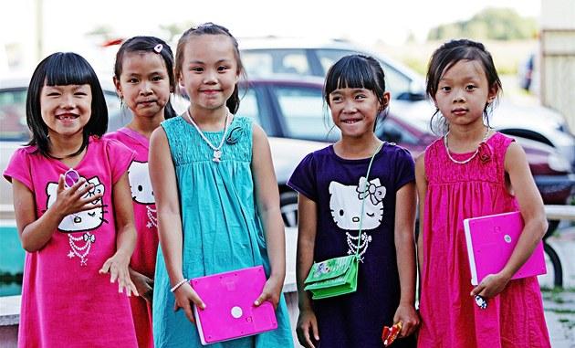 Vietnamské dívky narozené v �R...