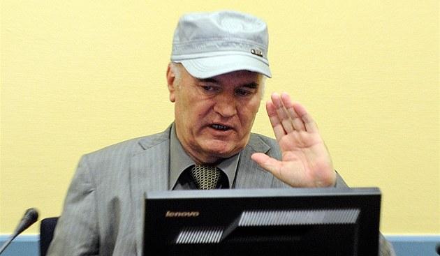 Bývalý velitel bosenskosrbské armády Ratko Mladi� u soudního tribunálu v Haagu. (3. �ervna 2011)