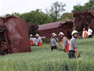 Odstra�ov�n� n�sledk� nehody na �eleznici u Topolan na Vy�kovsku, kde v ned�li 5. �ervna vykolejil n�kladn� vlak.