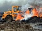 Čtvrtý den požáru skládky pneumatik v Boru u Skutče (9. června 2011)