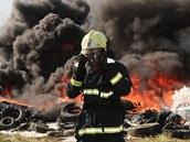 Hořící skládka pneumatik v Boru u Skutče
