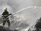 Požár skládky pneumatik v Boru u Skutče