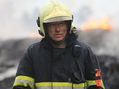 Hašení požáru skládky pneumatik v Boru u Skutče