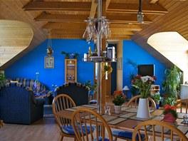 Obývací pokoj je spojený s kuchyní a jídelním koutem.