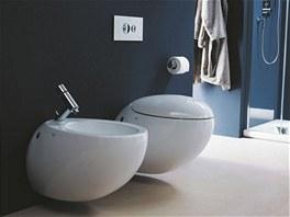Designov�mu klozetu z kolekce Il Bagno Alessi One sta�� na velk� spl�chnut� pouze 4,5 litru a na mal� pouze 3 litry vody.