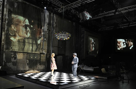 P�ehl�dka Theatertreffen 2001 - Arthur Miller: Smrt obchodn�ho cestuj�c�ho