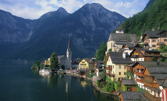 Rakouská vesnice Hallstatt je zapsaná na seznamu světového dědictví UNESCO.