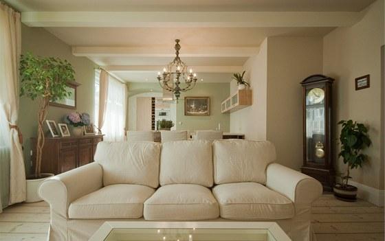 Nový obytný prostor je ve stylu Provence, objevují se zde i prvky vintage či anglického venkova.