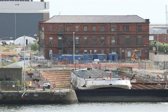 Titanic byl vyrobený v ohromných loděnicích Harland and Wolff u ústí místní řeky Lagan. Několik původních budov zůstalo zachováno.