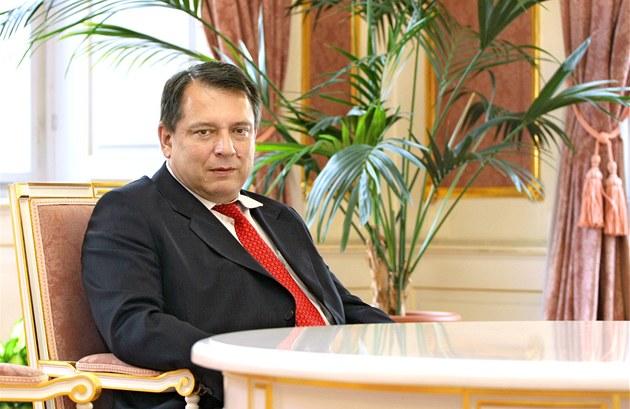 Poslanec �SSD Ji�í Paroubek p�i rozhovoru pro iDNES.cz (14. �ervna 2011)