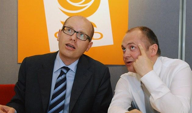 Bohuslav Sobotka a Michal Ha�ek po jednání p�edsednictva �SSD.