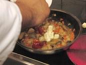 Nechte vyvařit přebytečnou tekutinu a přidejte trochu másla.