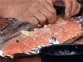 Konec filetu zatočte zpátky, aby bylo maso zhruba stejnoměrně vysoké.