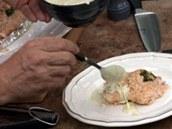 Každou porci zakápněte čerstvě připravenou hořčičnou omáčkou.