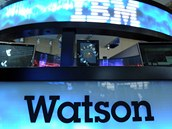 Superpočítač Watson představený v roce 2011 - pokročilý systém schopný zpracování přirozeného jazyka, získávání informací, utřídění znalostí a opodstatněného samostatného rozhodování.