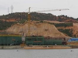 Výstavba repliky vesnice Hallstatt v Číně.