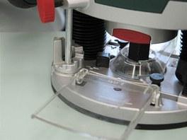 Je výhodné, když stroj umožňuje postupné snižování frézy.