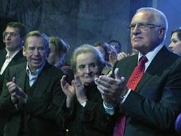 Koncert Už je to tady - zleva Šimon Pánek, Václav Havel, Madeleine Albrightová, Václav Klaus a Dagmar Havlová