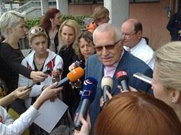 Václav Klaus během setkání s novináři.