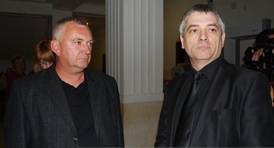 Kazimierz Litwik (vlevo) přijel na soud až z Polska, vinou nehody přišel o dceru.