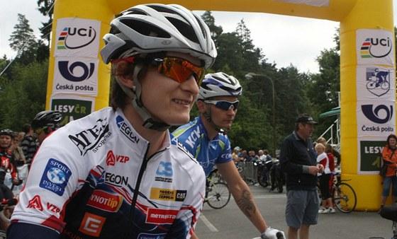 VL�DKYN� NO�� A PED�L�. Martina S�bl�kov� z�skala stejn� jako v roce 2010 i letos dva tituly mistryn� republiky v silni�n� cyklistice. �sp�n� rychlobrusla�ka m��� na letn� hry do Lond�na.