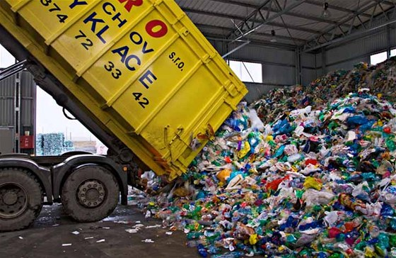 Říká se, že vytříděný odpad se sypa na jednu hromadu. To však není pravda.