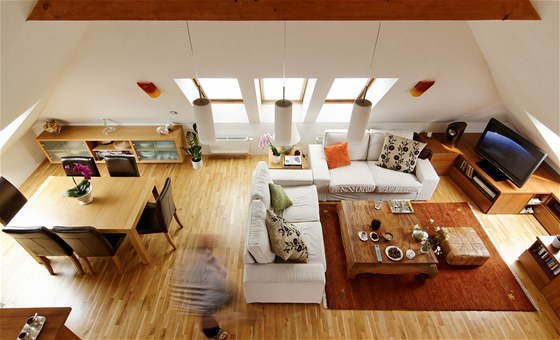P�dn� byt o velikosti 112 metr� �tvere�n�ch vznikl pod st�echou rodinn�ho domu
