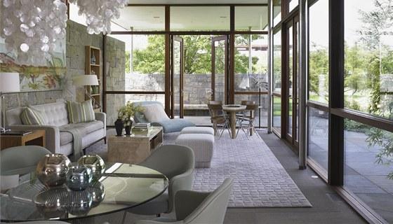 Interiéry domů navrhovalo prestižní studio Bruce Biermana, který pracoval