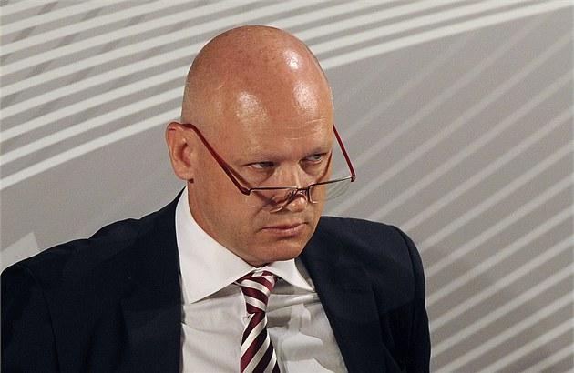 Ivan Ha�ek se na 13. valné hromad� fotbalové asociace vzdal své funkce p�edsedy.