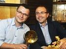 Filip Bobi�ski (vpravo) a Petr �izling s cenou Zlat� nymfa z festivalu v Monte