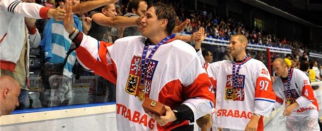 In-line hokejisté slaví zlaté medaile z mistrovství světa.