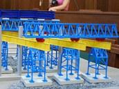 Model mostu ze Studénky v jednací síni.