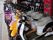 """""""Jen idiot by si kupoval elektrické kolo, které nejede rychleji než kolo šlapací,"""" říká pekingský prodavač kol Chen Han"""