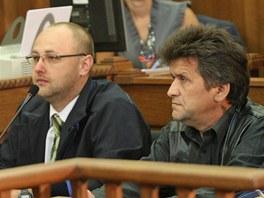 Na lavici obžalovaných sedí například vrchní stavbyvedoucí Petr Janouškovec (vpravo nahoře) a Ladislav Novický ze Správy silnic Moravskoslezského kraje (dole uprostřed).
