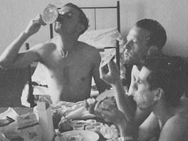 Izraelští piloti, kteří se v roce 1948 cvičili na letišti v Hradci Králové.