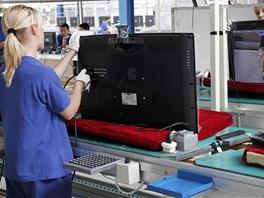 Montáž LCD televizorů v továrně Changhong: zkoušení funkčnosti přípojných míst