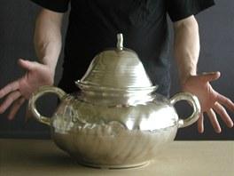 Ivan Jelínek, Nádoba (porcelán, stříbro)