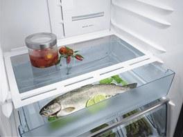 Chladnička AEG má speciální zásuvku FreshBox s teleskopickými výsuvy, která je určena k ukládání potravin vyžadující nižší teplotu (maso, ryby).
