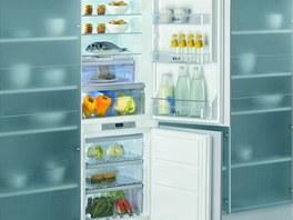 Vestavná chladnička Whirlpool ART 866/ A+ kombinovaná s mrazákem disponuje celkovým objemem 284 litrů.
