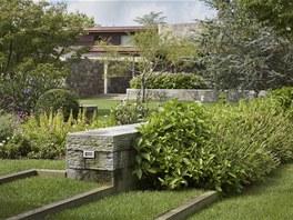 Přirozenou krajinnou zahradu vytvořil tým zahradního architekta Edmunda