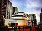 Obří nákupní centrum Whampoa stojí v Hongkongu ve čtvrti Whampoa Garden