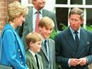 Mal� princ William s bratrem Harrym a rodi�i, princeznou Dianou a princem Charlesem (6. z��� 1995)